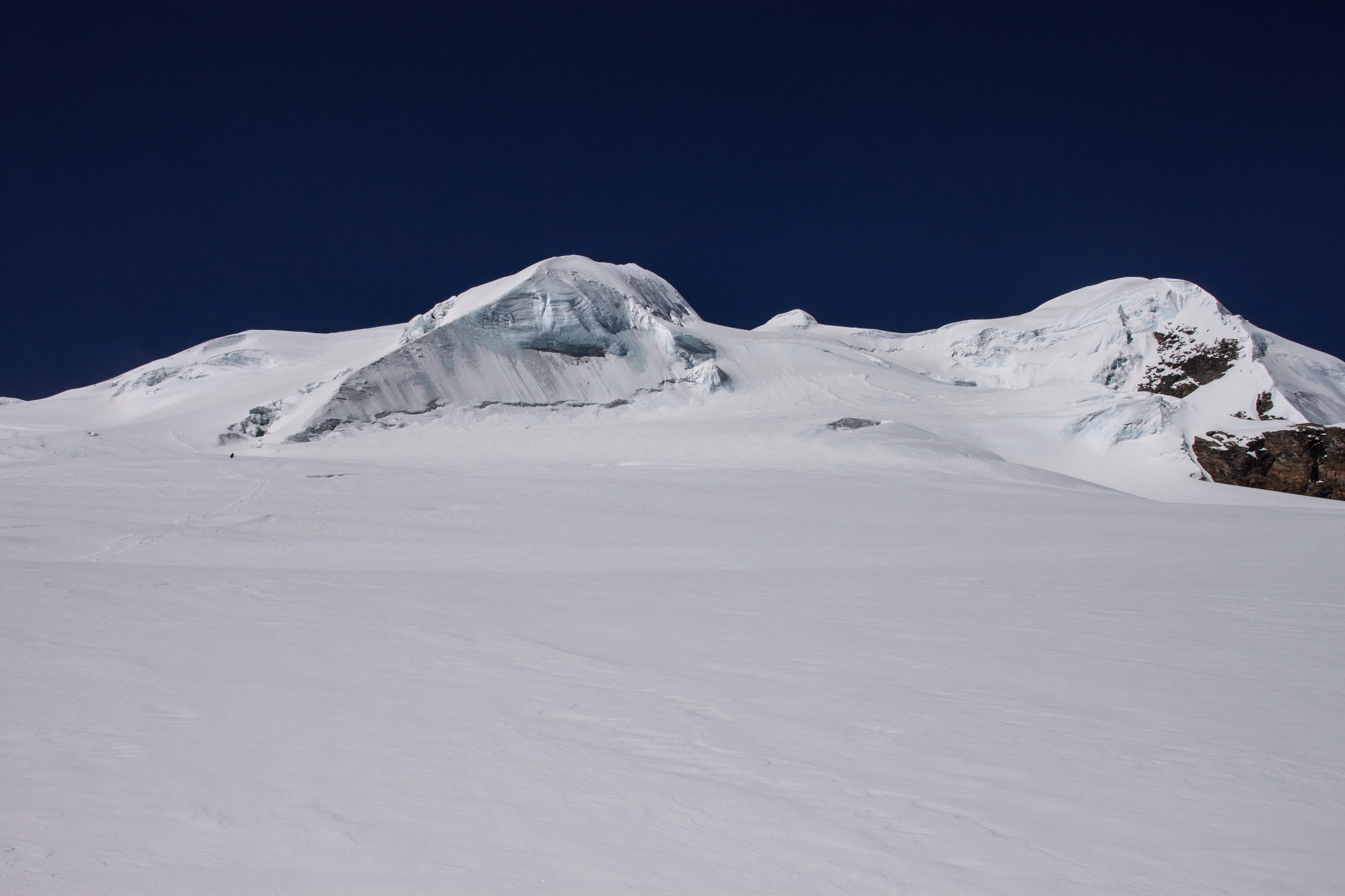Final slopes leading to the summit of Mera Peak