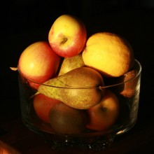 Fruit bowl on the kitchen table at The Old Bakery in the evening sun